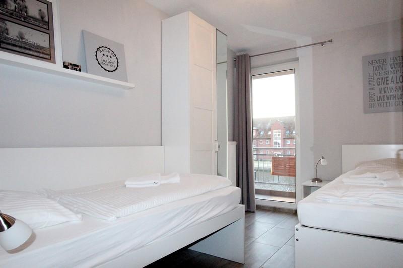 Das kleine Zimmer verfügt über einen eigenen Balkon.